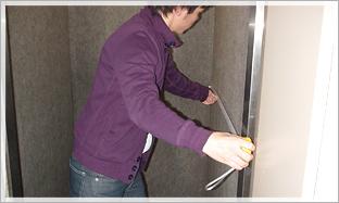 エレベーターの高さ・奥行きをチェック。